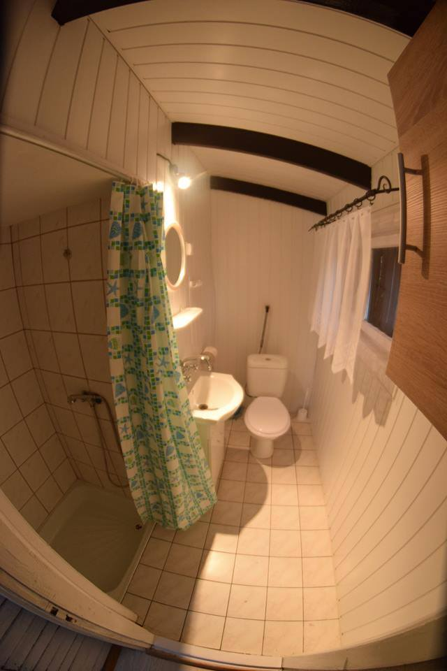 Łazienka w domku letniskowym w Krzemieniu