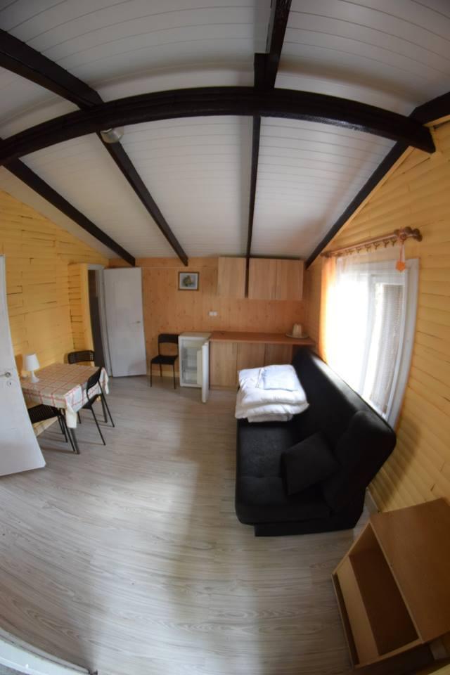 Pokoje w domkach letniskowych nad jeziorem Krzemień