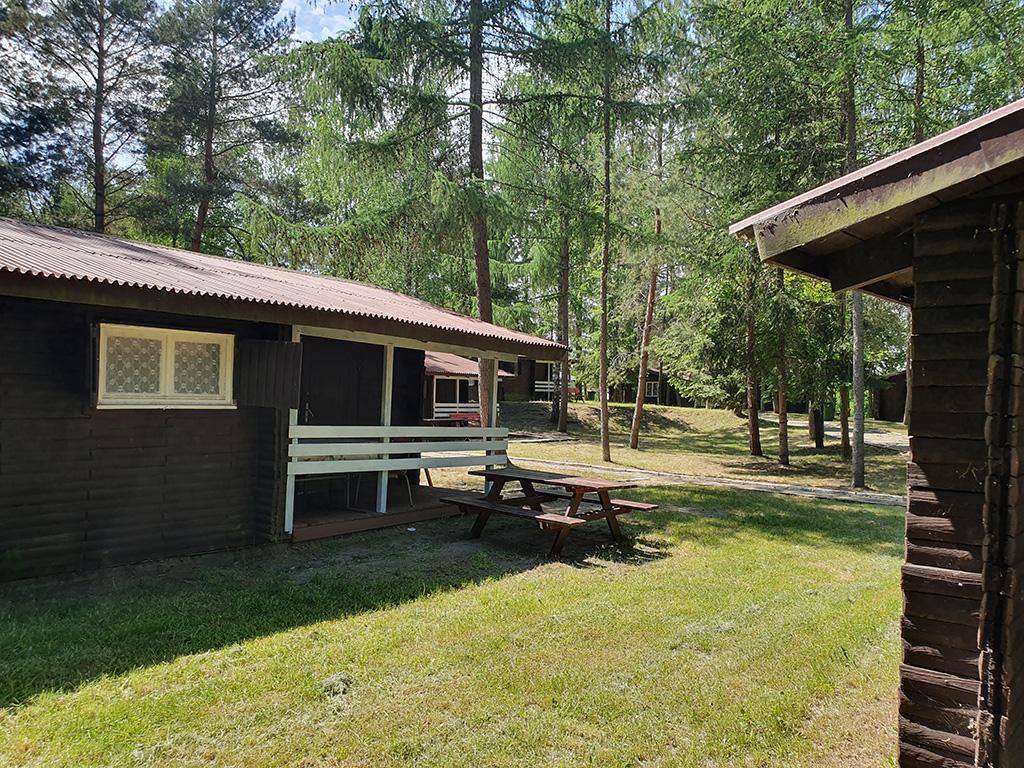 Odwiedź Camping Ekodar i zarezerwuj wakacje nad jeziorem spędzając czas w domku letniskowym nad jeziorem