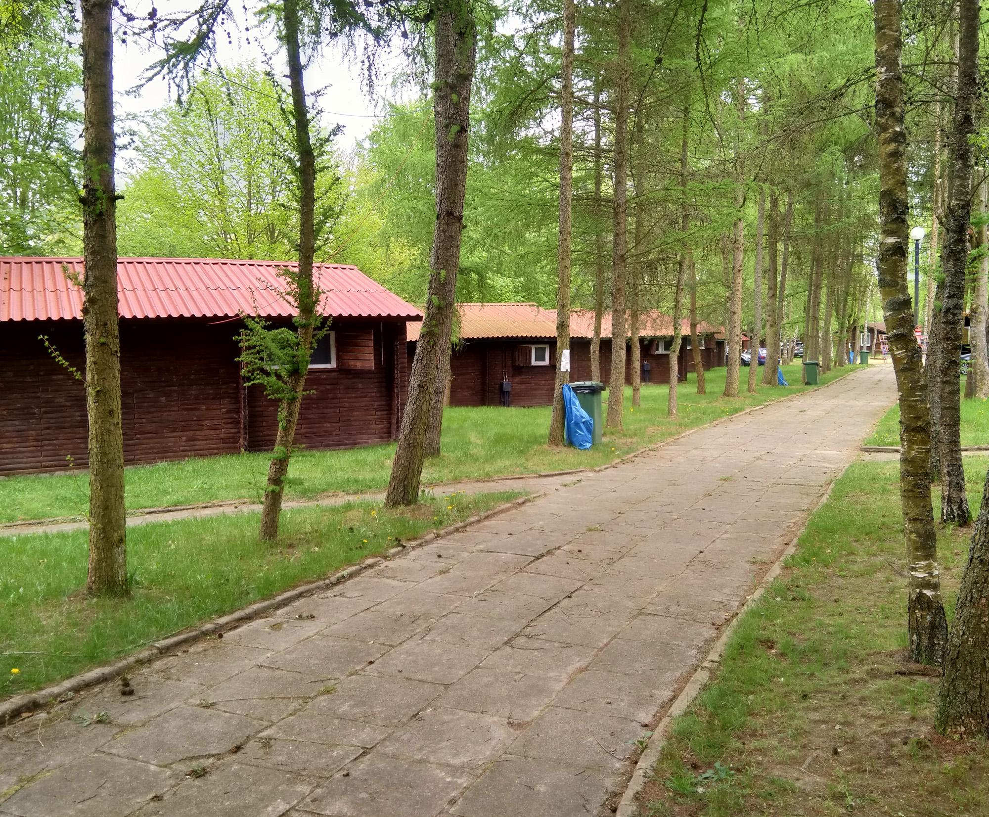 Domki nad jeziorem - kemping Krzemień