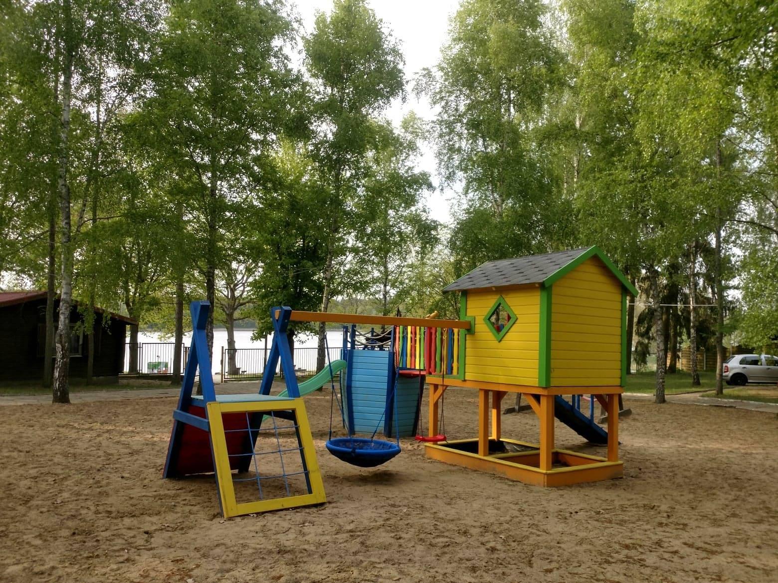 Place zabaw dla dzieci - domki letniskowe Krzemień