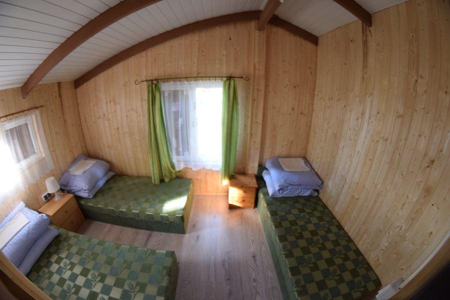 Pokój w domku letniskowym nad jeziorem Krzemień