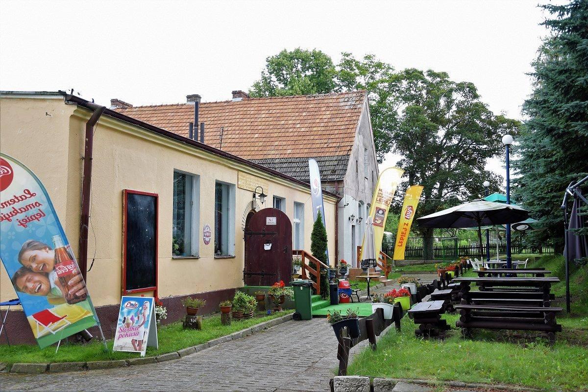 Tawerna, restauracja i sklep dla gości pola kempingowego
